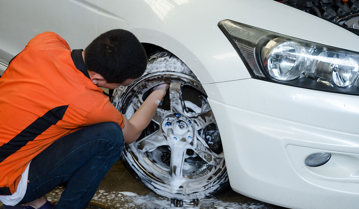 auto detailing clean inside rims
